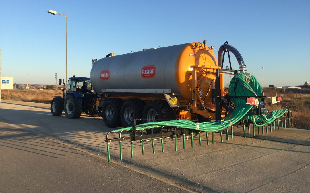 Spreading equipment for tractor towed slurry tankers