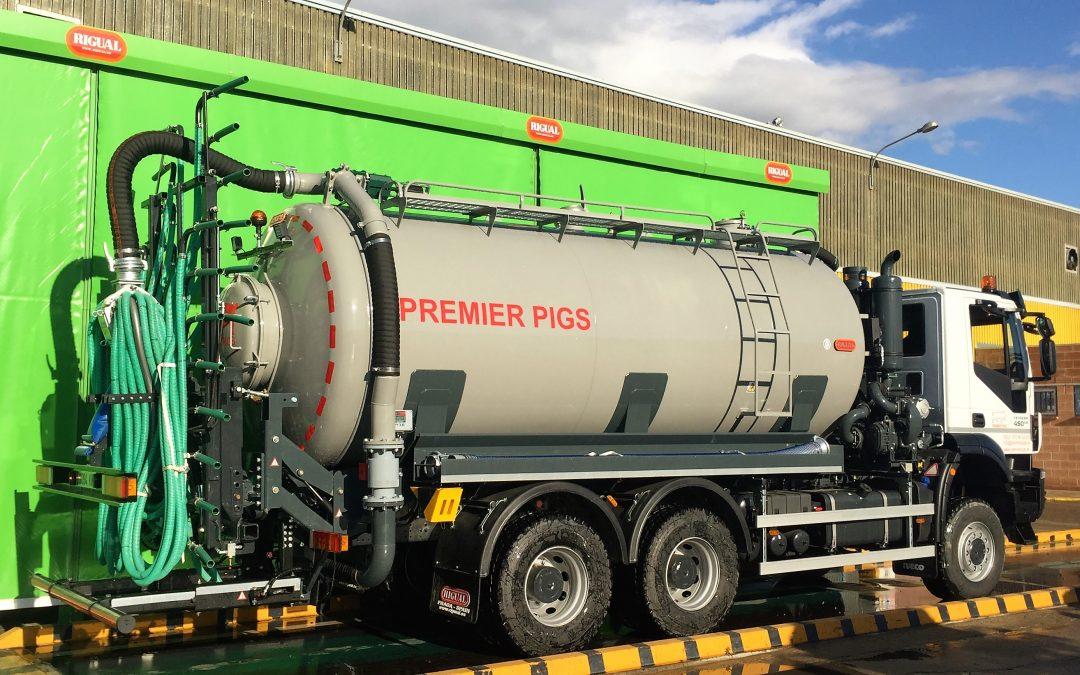 Camión Rigual para el transporte de purín con aplicador plus, dosicontrol y caudalimetro incorporado.