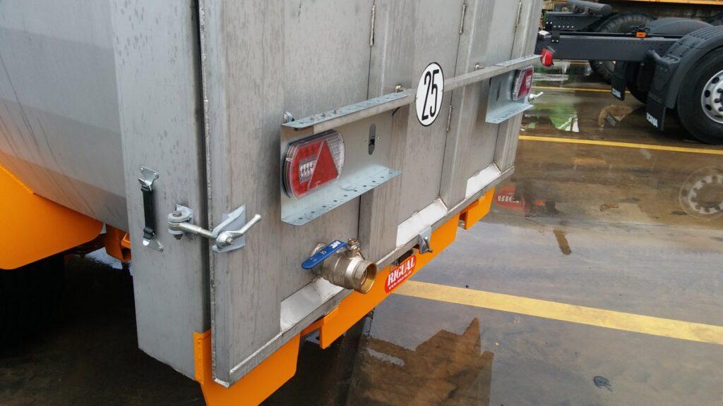 Bañera LS-420 en inox con paso de rueda doble fondo y rompeolas