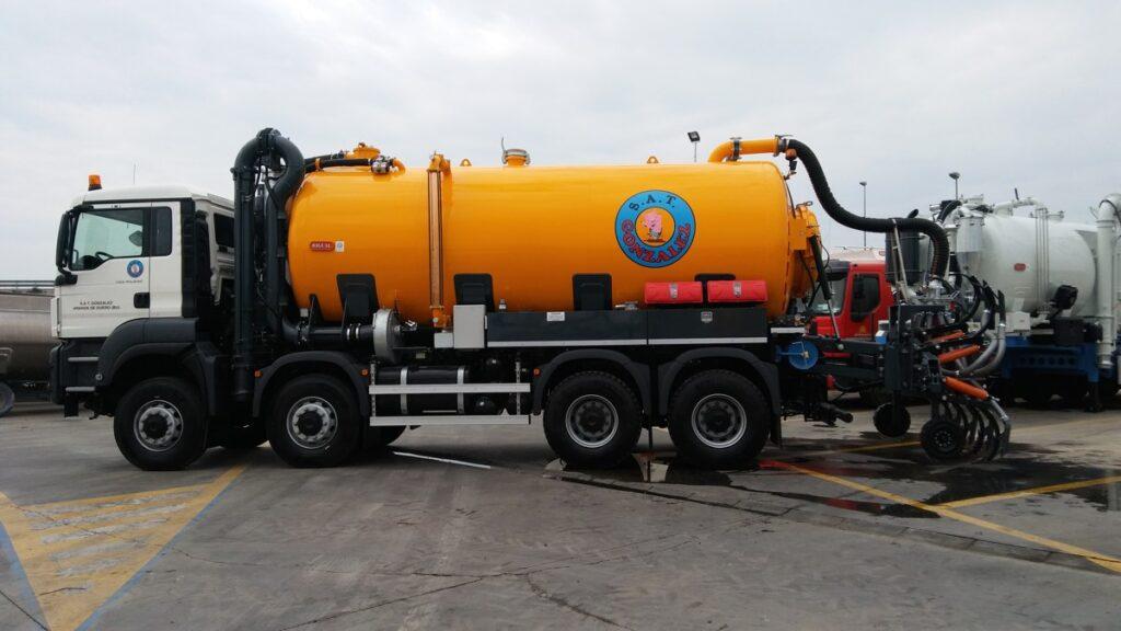 Cisterna de purin Rigual de 18000 litros sobre chasis de 4 ejes