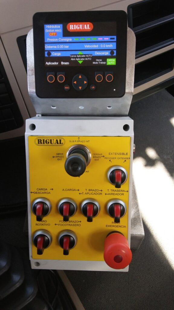 Mando gestión equipo cisterna de purín sobre camion