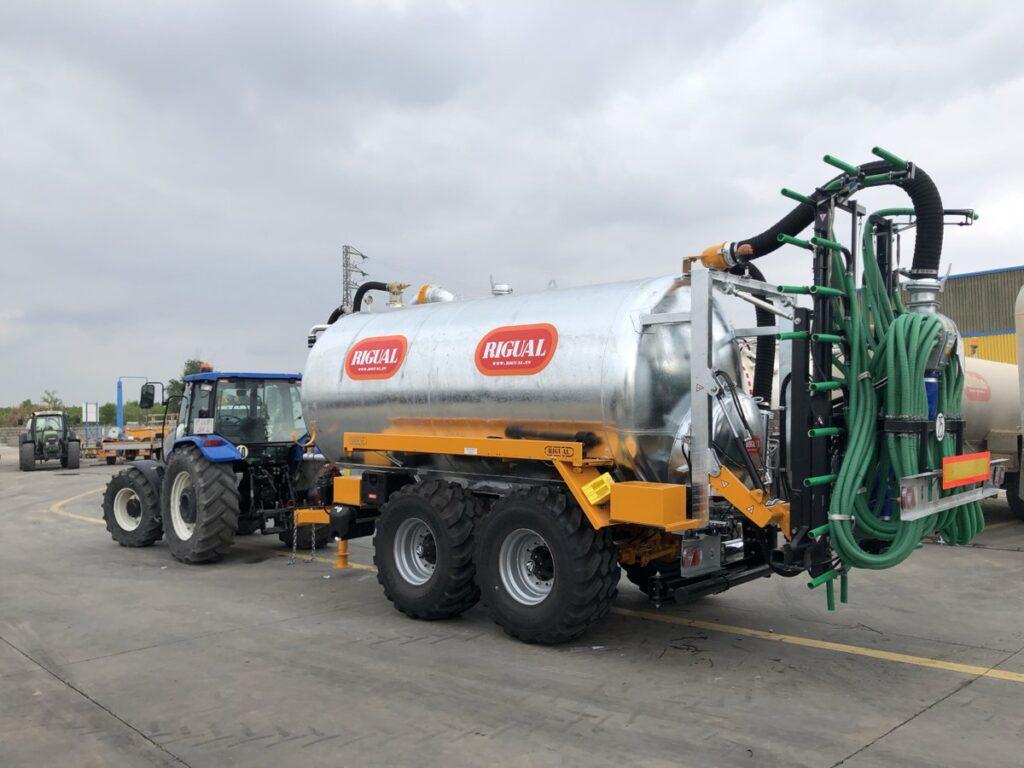 Cuba Rigual de 18000 litros galvanizada con aplicador Plus 9_30 y brazo de carga doble