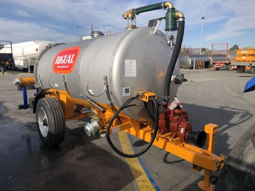 Cisterna Rigual de 4000 litros inoxidable con aplicador eco 220 mas salida trasera