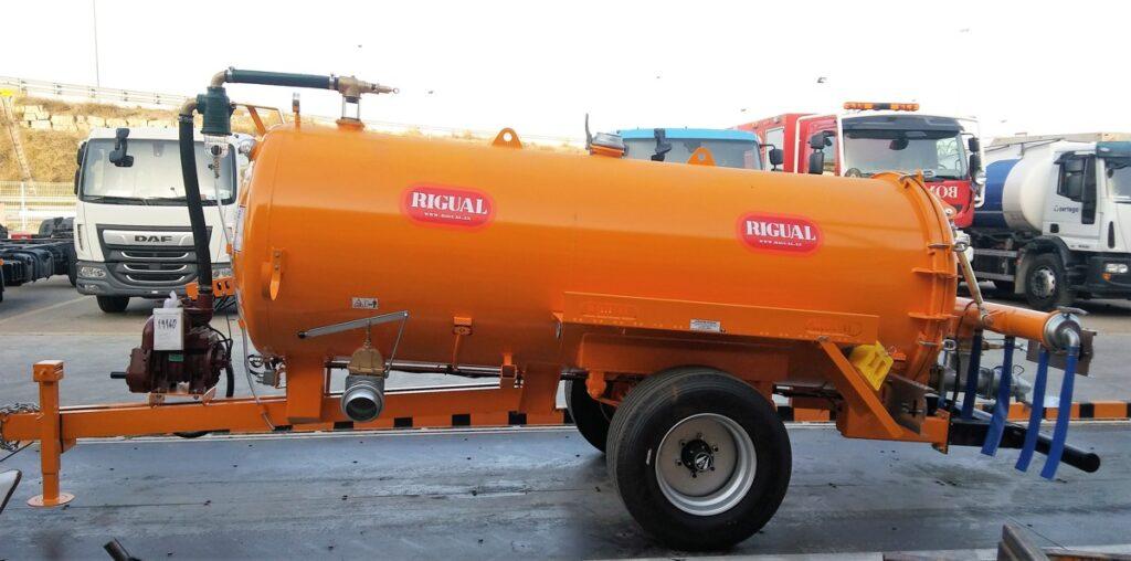 Cisterna Rigual de 5000 litros pintada con aplicador Eco 220 8 modo T