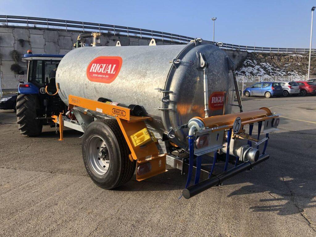Cisterna Rigual de 6000 litros galvanizada con aplicador eco 220 mas salida trasera modo T