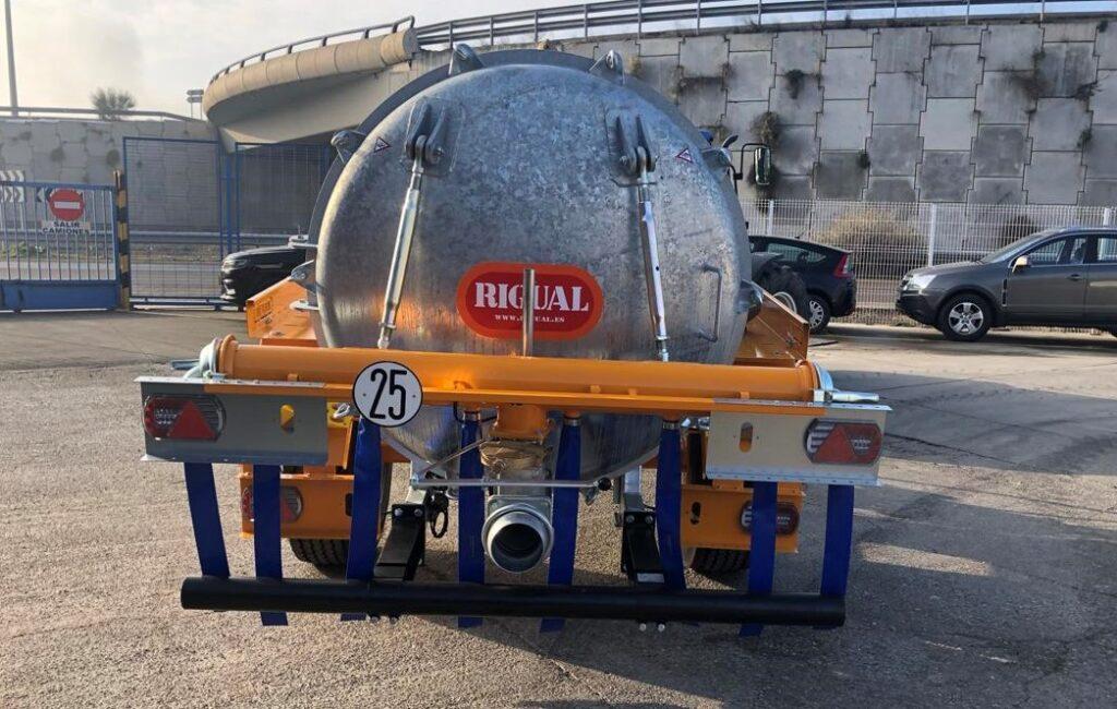 Cisterna Rigual de 6000 litros galvanizada con aplicador eco 220 mas salida trasera
