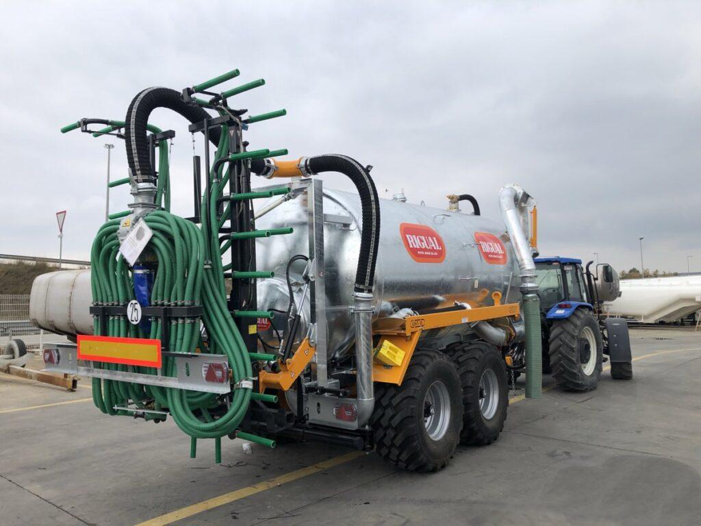 Cisterna Rigual de 18000 litros galvanizada con aplicador Plus 9_30 y brazo de carga doble