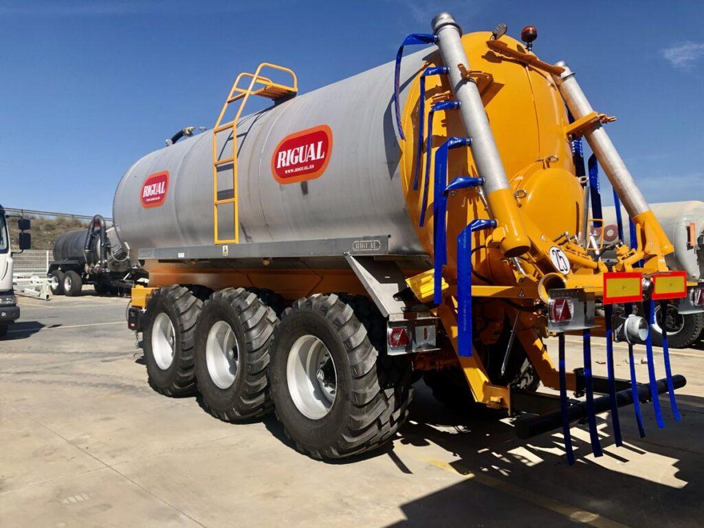 Cisterna Rigual Tridem de 25000 litros en acero inoxidable con aplicador Eco 6_20 en acero inoxidable