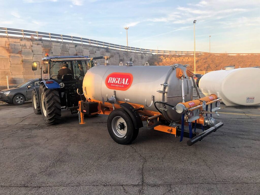 Cuba Rigual de 4000 litros inoxidable con aplicador eco 220 mas salida trasera