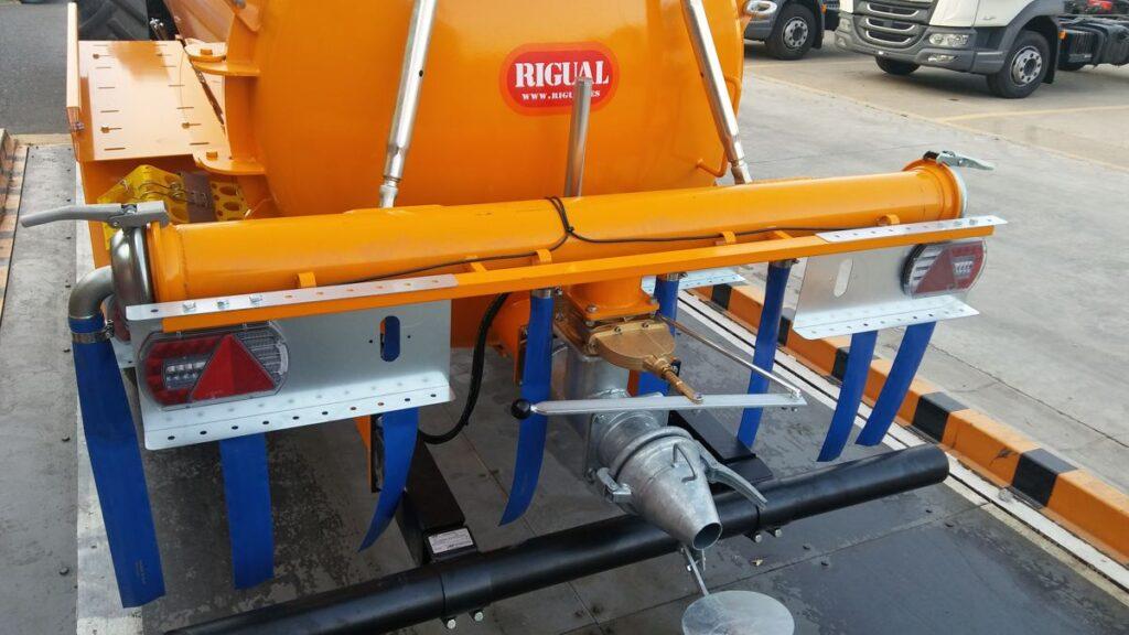 Cuba Rigual de 5000 litros con aplicador ECO 220 8 modo T con boca superior