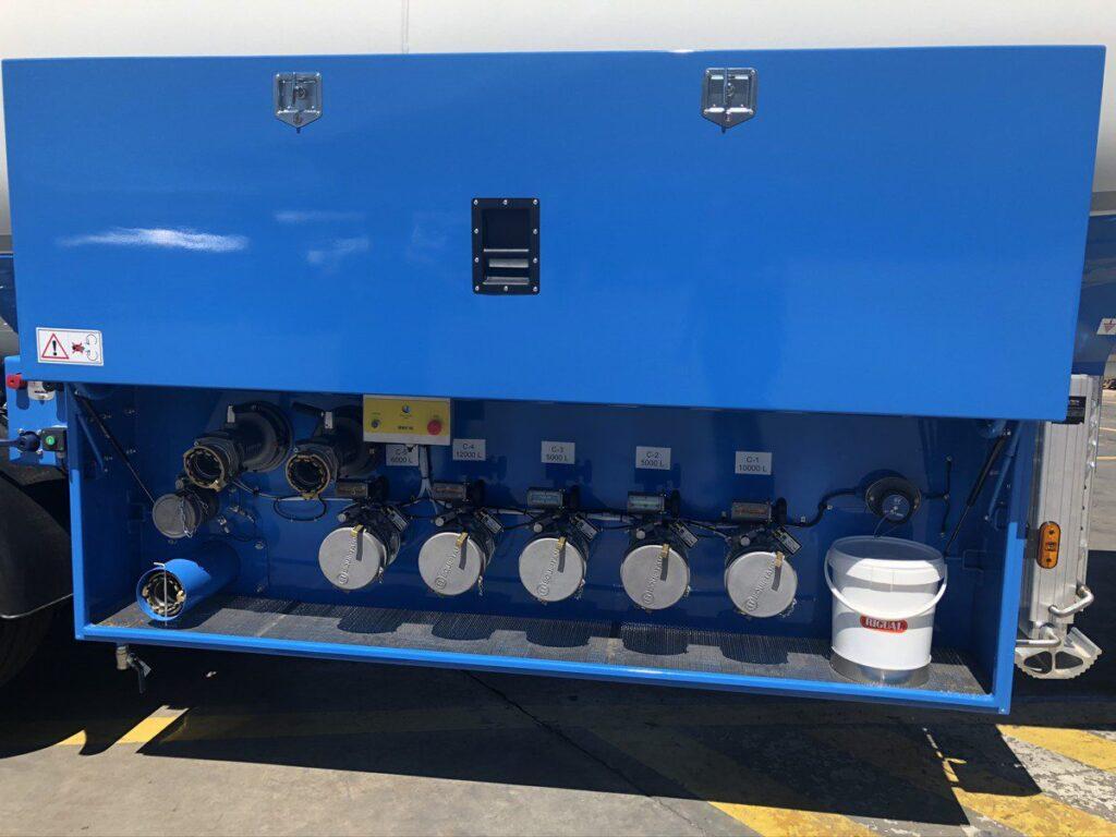 CIsterna autoportante Rigual de 38000 litros de 5 compartimenso con cargas de fondo Exolum