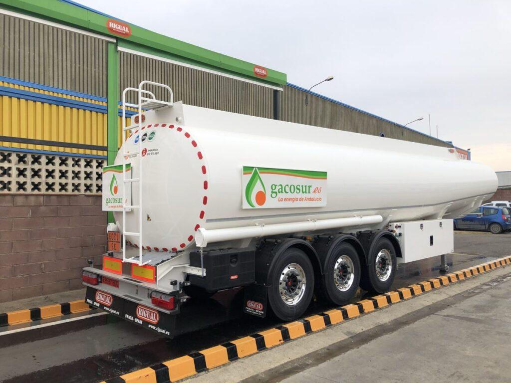 Cisterna autoportante Rigual de 38000 litros y 6 compartimentos Gacosur