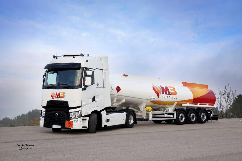 Cisterna autoportante Rigual de 38000 litros y cinco compartimentos grupo M3