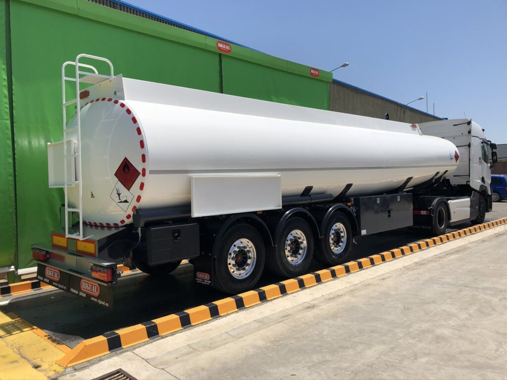 Cisterna autoportante Rigual de 38000 litros