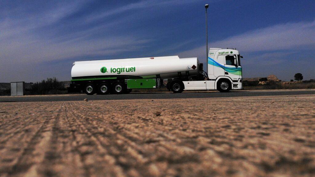 Cisterna autoportante Rigual de 38000 litros y 4 compartimentos Logifuel