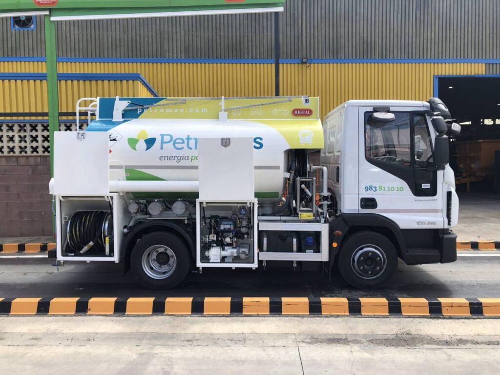 Cisterna de 6000 litros Rigual para el reparto de Gasoil y con cargas Exolum