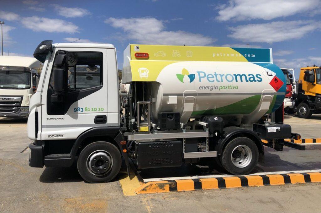 Cisterna de 6000 litros Rigual para el reparto de Gas-oil y con cargas Exolum
