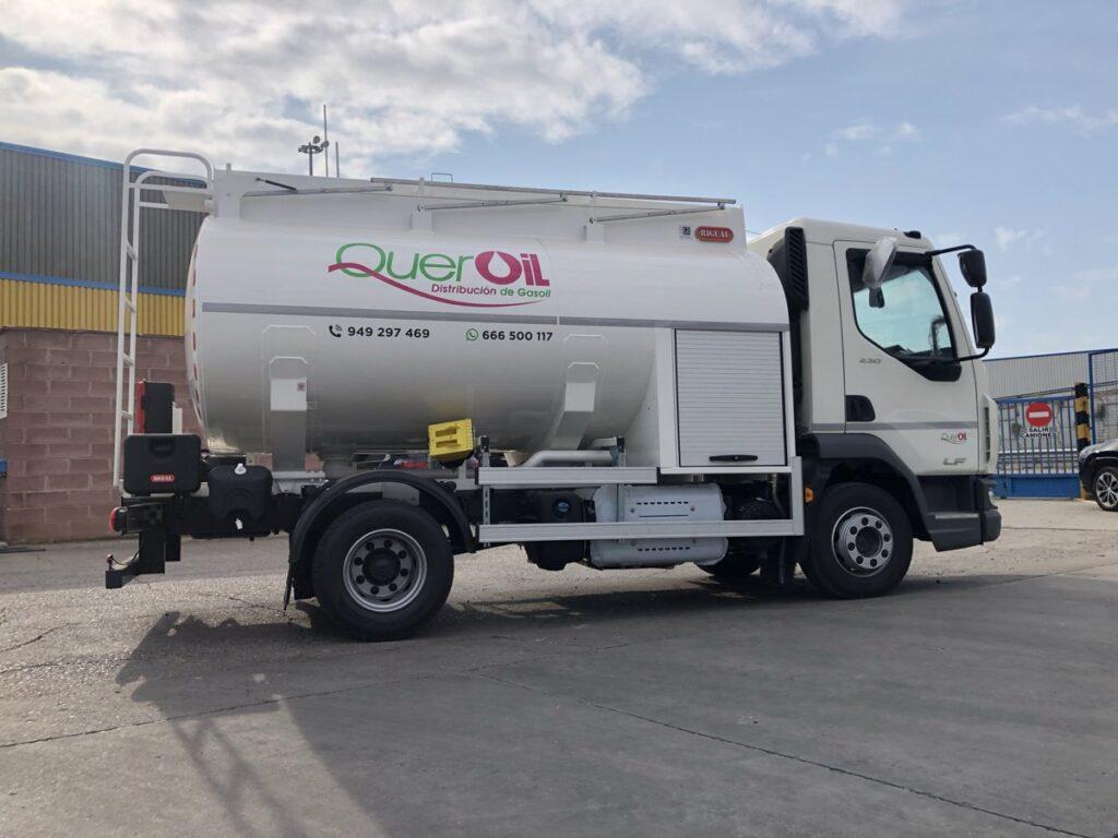Cisterna Rigual de 7500 litros para el reparto de Gasoi y capilla delantera