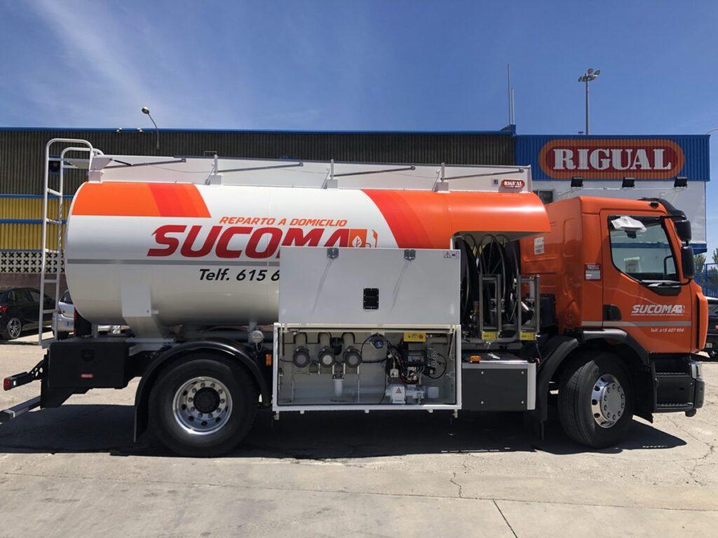 Cisterna Rigual de 14000 litros para el reparto de gas-oil y gasolinas