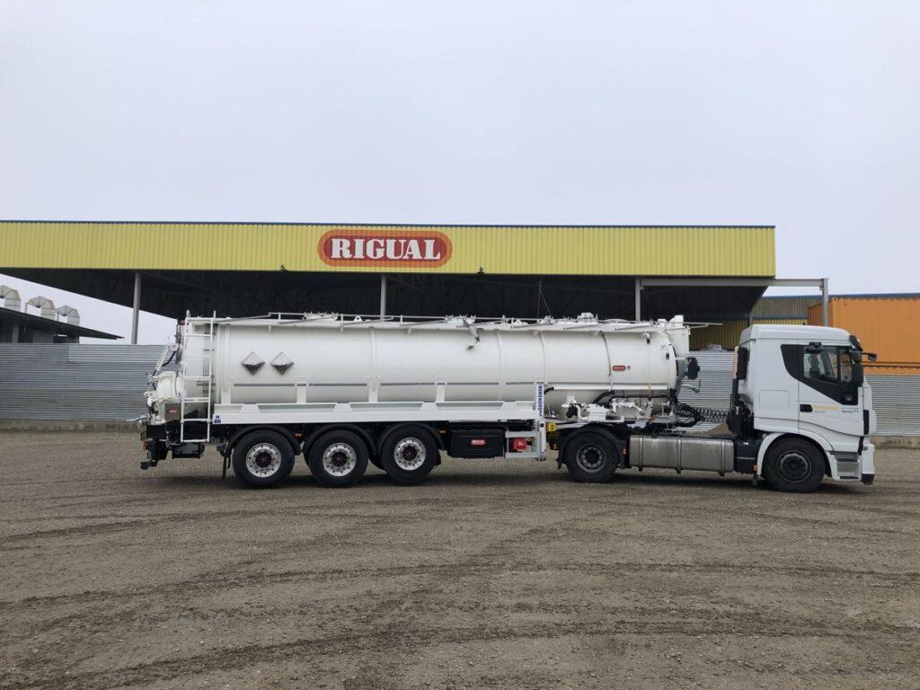 Semirremolque con cisterna Rigual de limpieza de 26000 litros con dos compartimentos y normtiva ADR