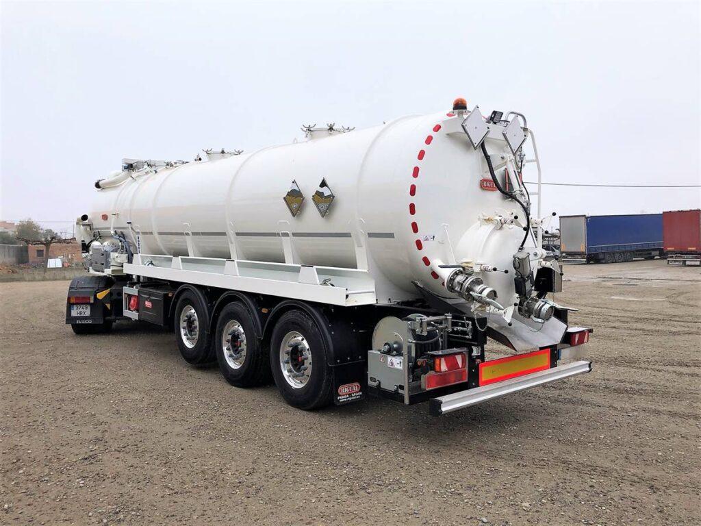 Semirremolque con cisterna Rigual de limpieza de 26000 litros