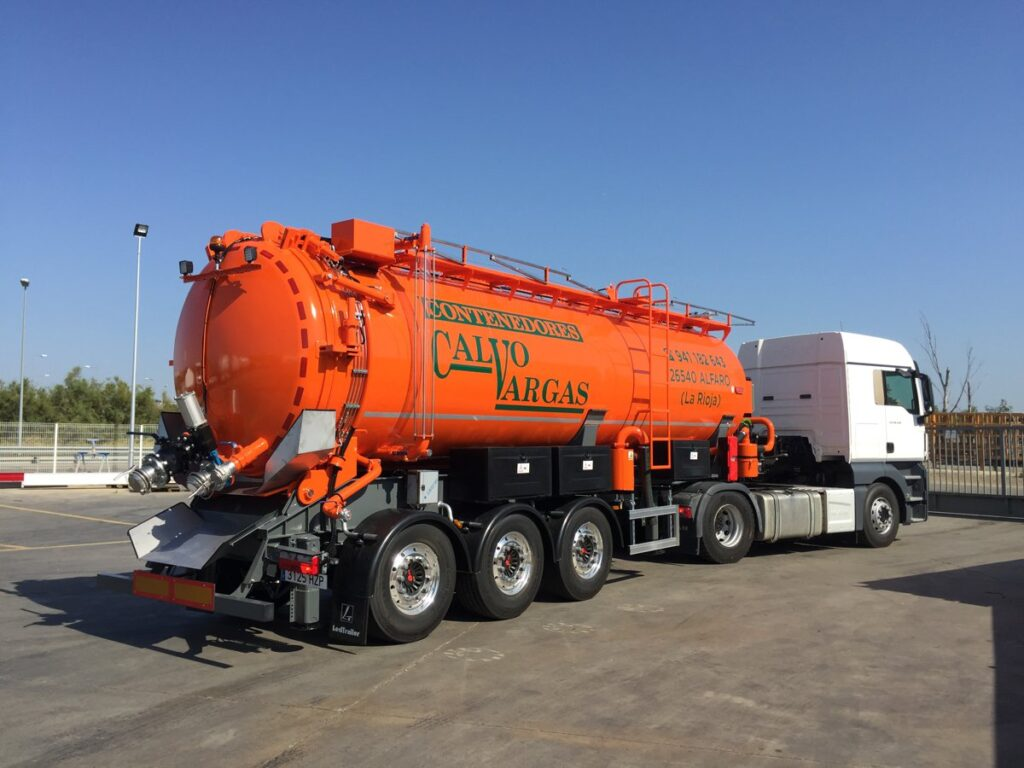 Semirremolque con cisterna Rigual de 25000 litros en inoxidable con un compartimento