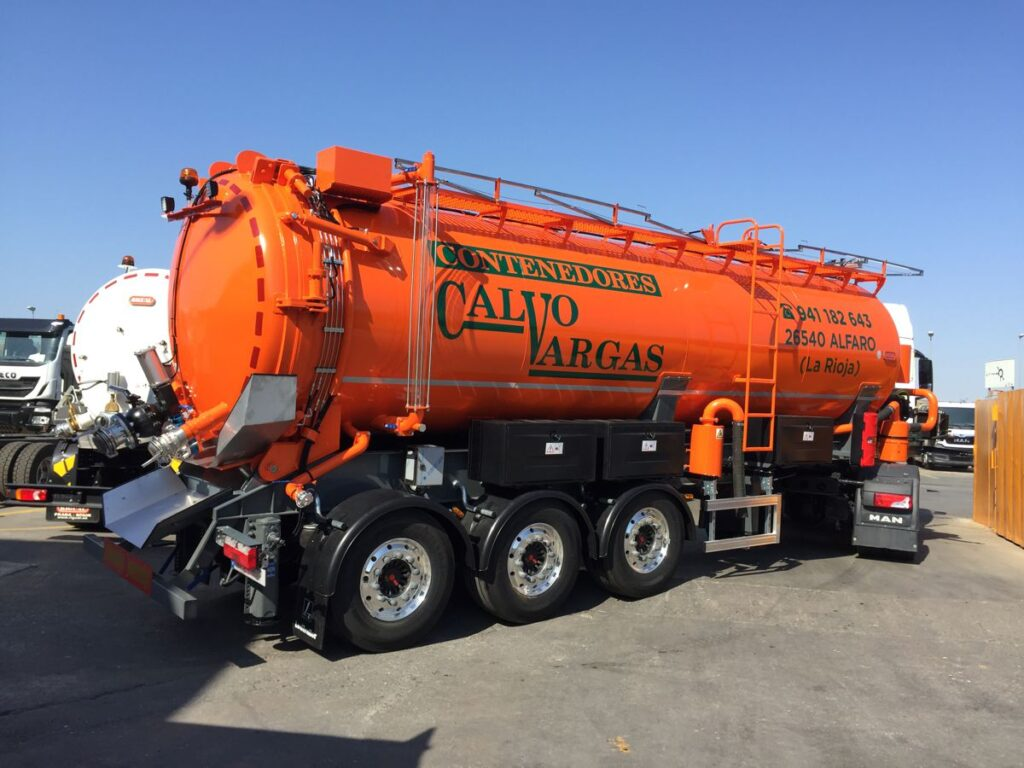 Semirremolque con cisterna Rigual de 25000 litros en inoxidable y un compartimento
