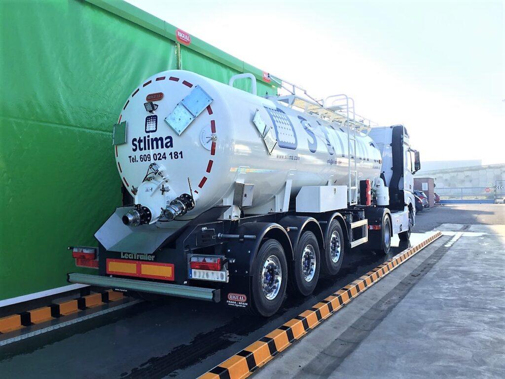 Semirremolque con cisterna Rigual de 25000 litros fabricada en acero inoxidable