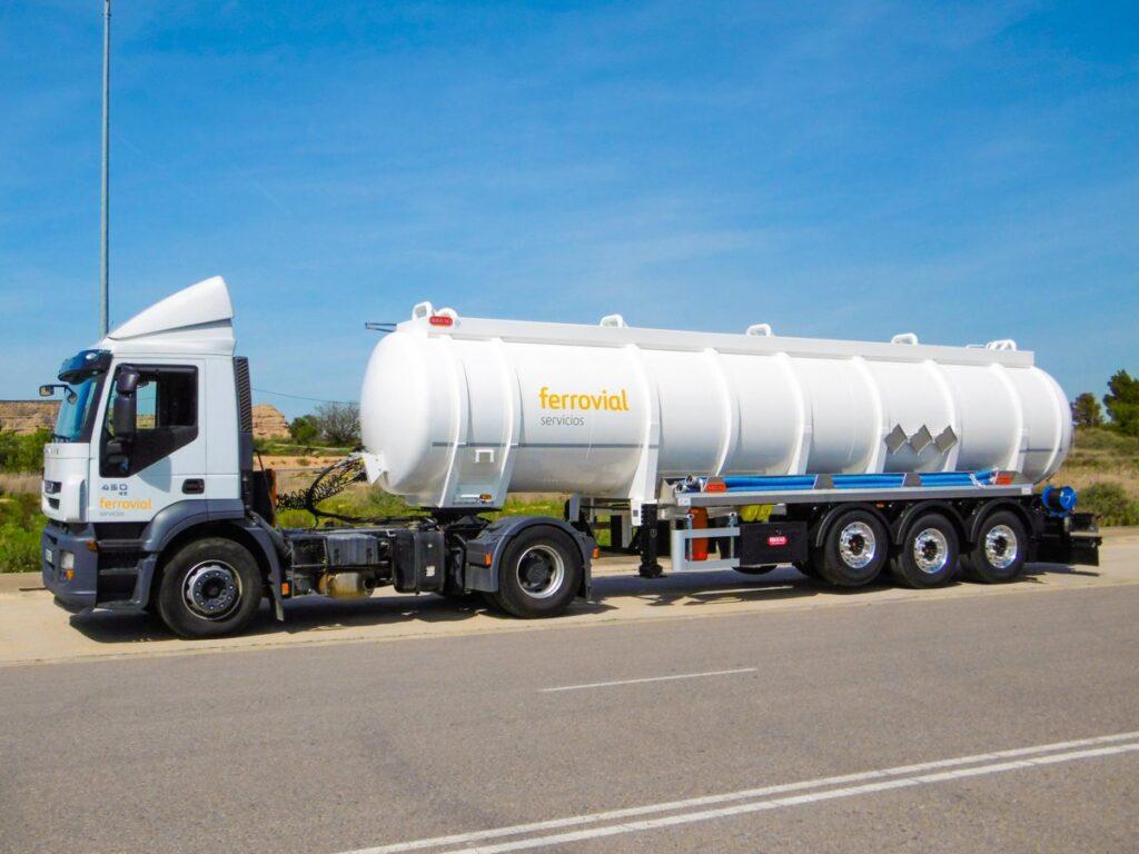 Semirremolque con cisterna Rigual de 28000 litros de un solo compartimento en acero inoxidable