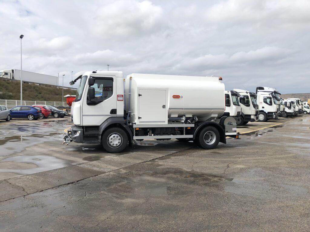 Camion de riego y baldeo con cisterna Rigual de 8000 litros en aluminio
