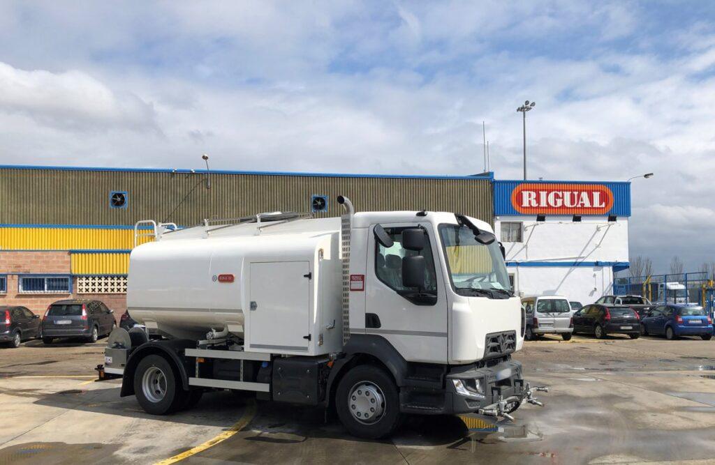 Camion de riego y baldeo con cisterna Rigual de 8000 litros