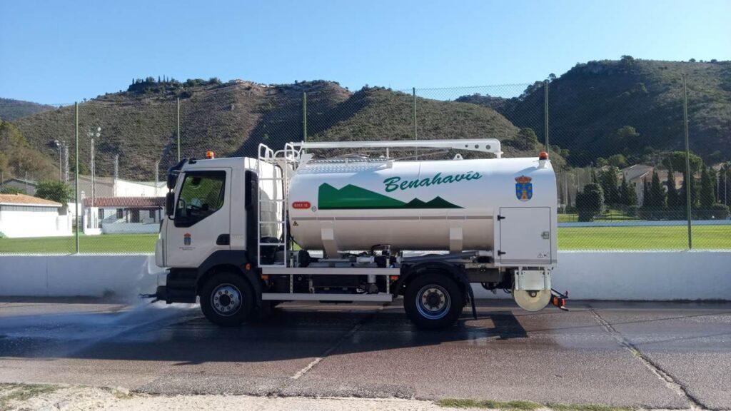Camión de riego y baldeo con cisterna Rigual de 9000 litros en aluminio