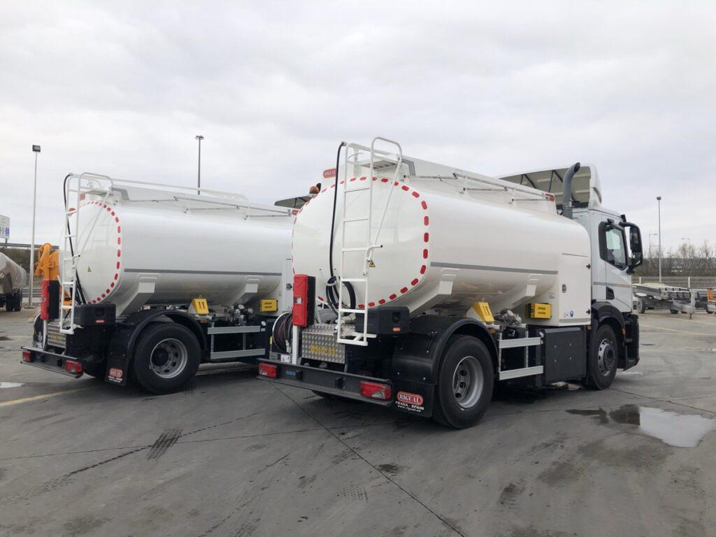 Camión de riego y baldeo con cisterna Rigual de 10000 litros fabricada en aluminio