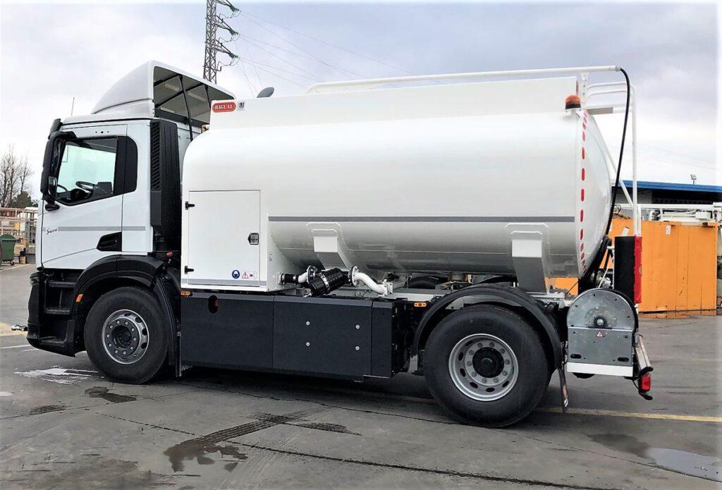 Camión de riego y baldeo con cisterna Rigual de 10000 litros