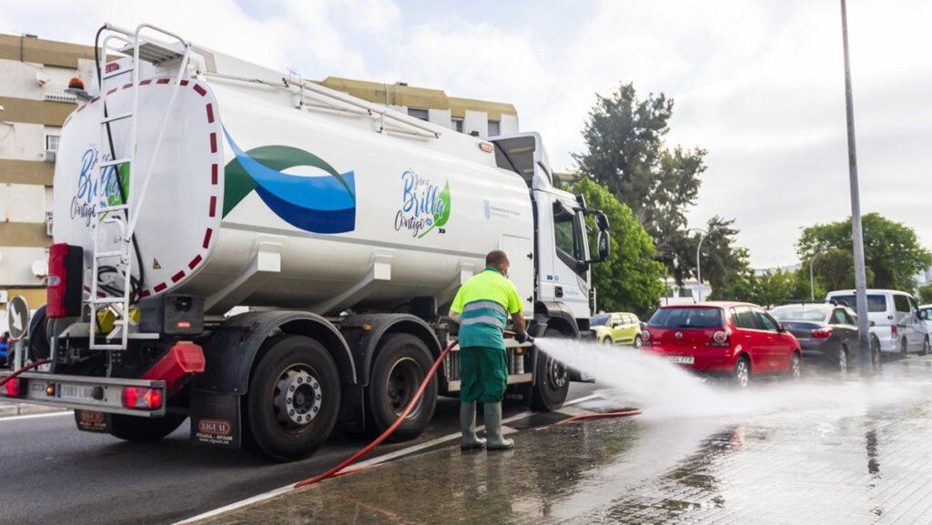 Camión de riego y baldeo con cisterna Rigual de 16000 litros