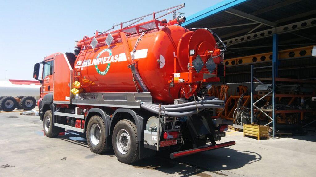 Equipo mixto desatasco y limpieza con cisterna Rigual de 14000 litros en acero inoxidable