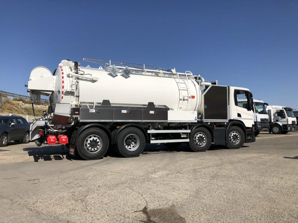 Camión de desatasco y limpieza con cisterna Rigual de 17000 litros con homologación ADR y dos compartimentos