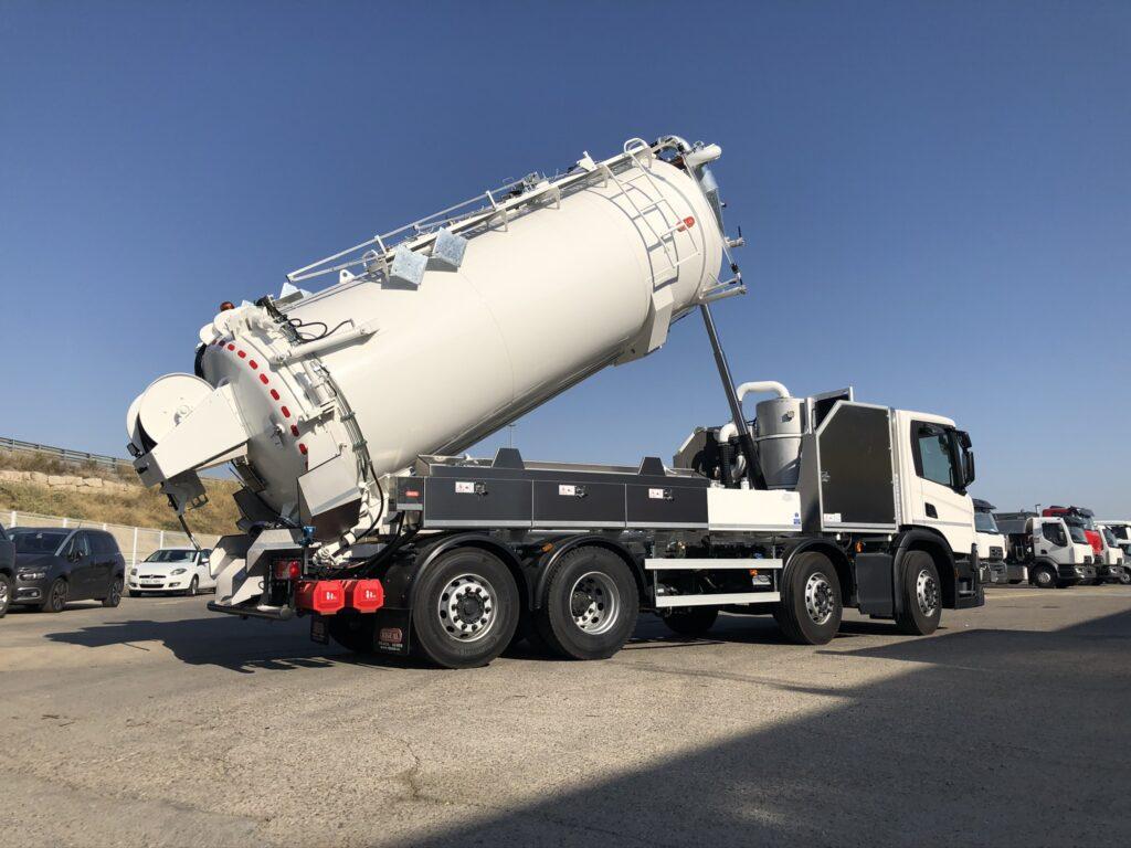 Camión de desatasco y limpieza con cisterna Rigual de 17000 litros homologación ADR