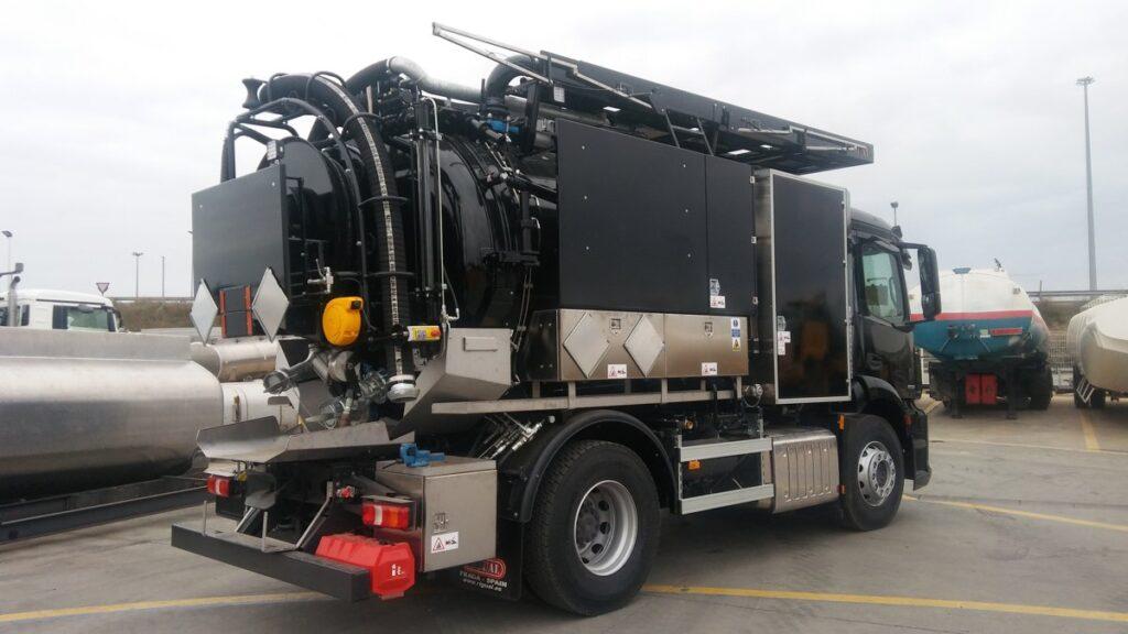 Camion de destascos y limpieza con cisterna de 9000 litros en dos compartimentos y normativa ADR