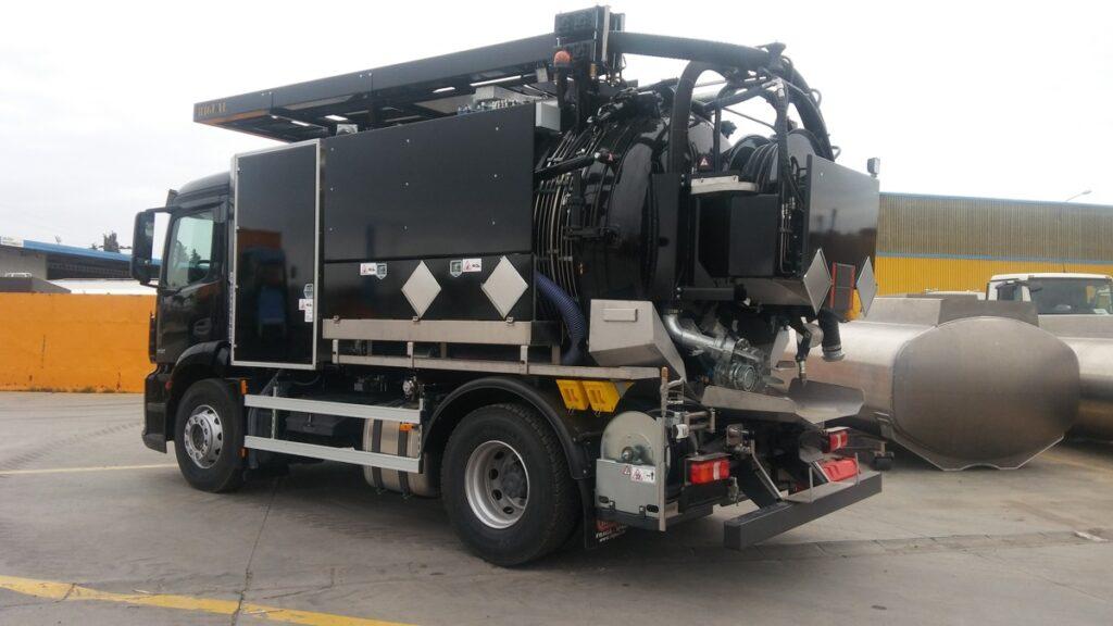 Camion de destascos y limpieza de 9000 litros en dos compartimentos y normativa ADR