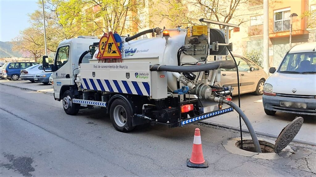 Camión mixto de desatasco y limpieza gama City con cisterna Rigual de 3000 y 2 compartimentos