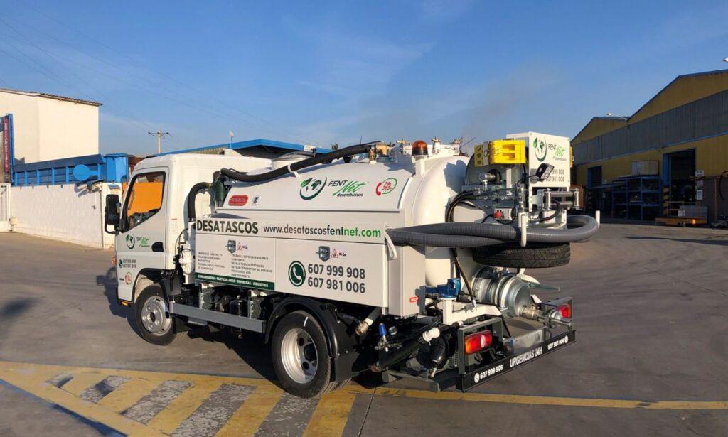 Camión mixto de desatasco y limpieza con cisterna Rigual de 3000 l en dos compartimentos equipo City