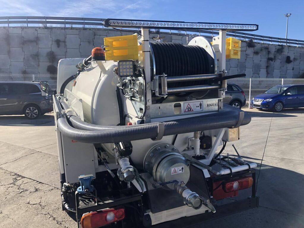 Camión mixto de desatasco y limpieza con cisterna Rigual de 3000 litros equipo City