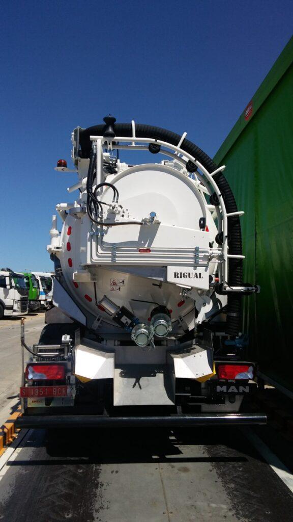 Equipo mixto con cisterna Rigual desatasco y limpieza de 12000 litros con cassette y devanadera traser abatible