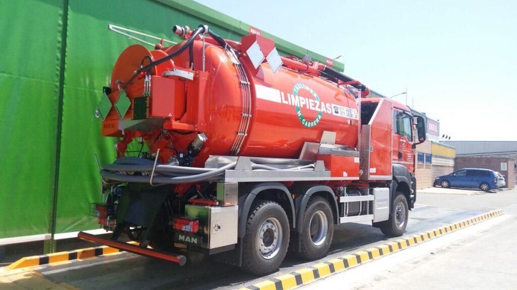 Equipo mixto desatasco y limpieza con cisterna Rigual de 14000 litros en acero inoxidable y dos compartimentos