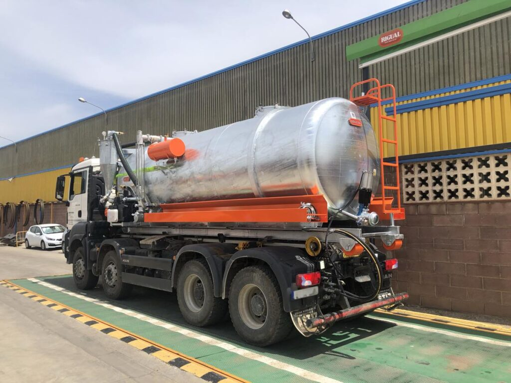 Cisterna Rigual para portacontenedores con 15000 litros de capacidad