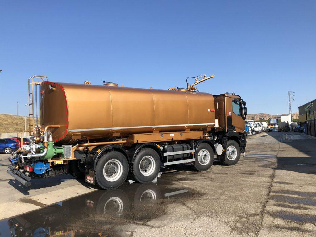 Camión con cisterna Rigual de 28000 litros en acero inoxidable