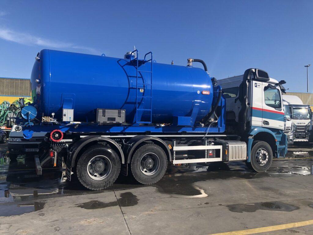 Cisterna Rigual de 14000 litros de un solo compartimento para vehiculos portacontenedores