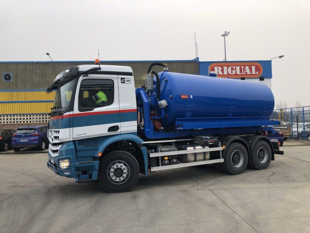 Cisterna Rigual de 14000 litros en un solo compartimento para vehiculos portacontenedores