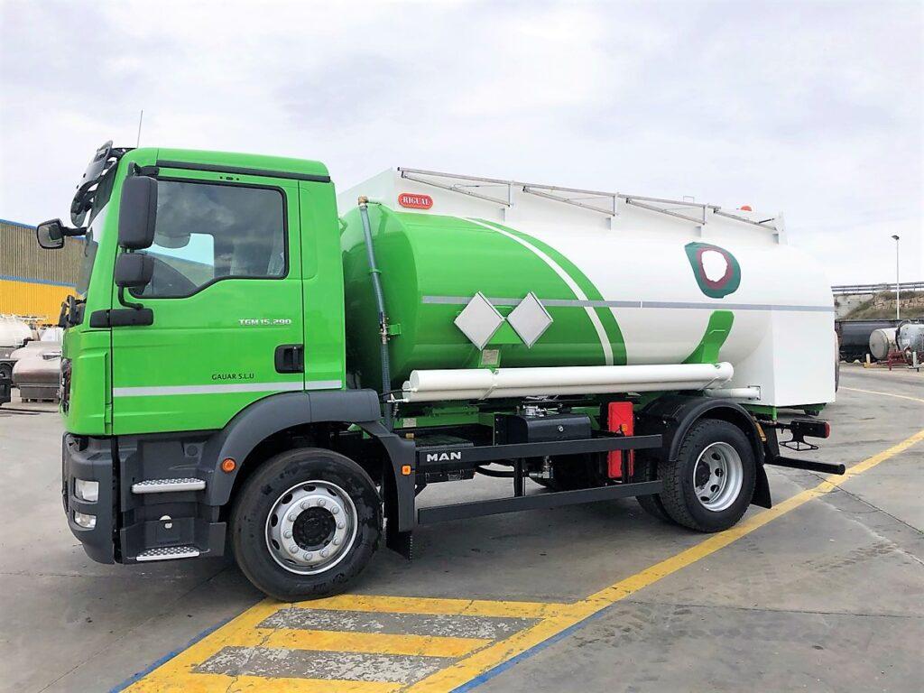Camión cisterna Rigual de 10000 litros y un solo compartimento para la recogida de aceites